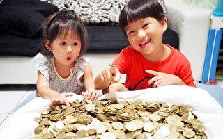 「米爸」存下「戒菸錢」,孩子比他還開心。(米菲&米粒MifaMily提供)