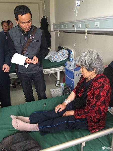 2015年5月,謝燕益到慶安找徐純合母親,代理徐純合被槍殺案。(原珊珊提供)