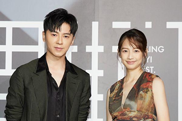 李国毅(左)与简嫚书(右)