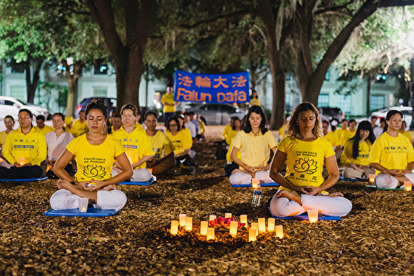 反迫害20周年 佛州法轮功学员烛光夜悼