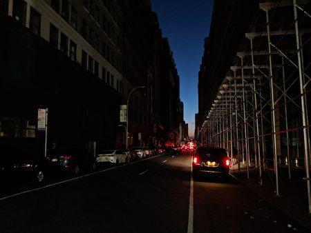 7月13日晚上曼哈顿部分地区发生了长达5小时的大停电。