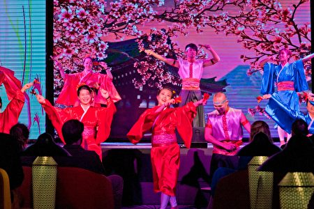 晚会经典传统表演与和服妆扮。