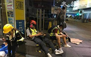 为揭露暴政 在港媒体记者冒着风险工作