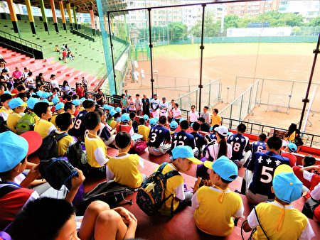 13屆兒童陽光棒球夏令營,10日上午開幕式,小朋友好興奮。