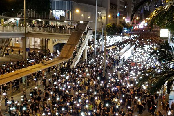 組圖9:香港七一遊行 手機燈海再現