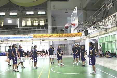 輔仁中學女子籃球隊遠距離投籃,好精準。