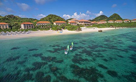 石垣岛被蔚蓝海洋围绕。