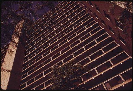 美国高层公寓楼示意图。(公有领域)