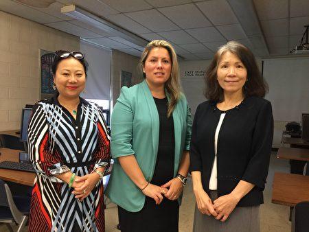 华裔企业家黄向欣(左一)表示她得到了SBDC商务顾问Paula Bianco(中)以及华裔经济专员郭曼丽(右一)的大量帮助。
