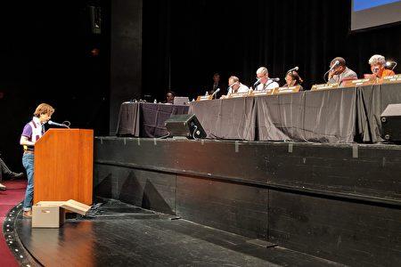 联成公所主席助理蔡孟玲在10日的听证会上发言。