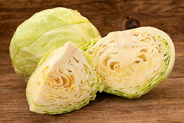 高麗菜不僅是蔬菜,還可做藥用,有很好的養胃功效。(Shutterstock)