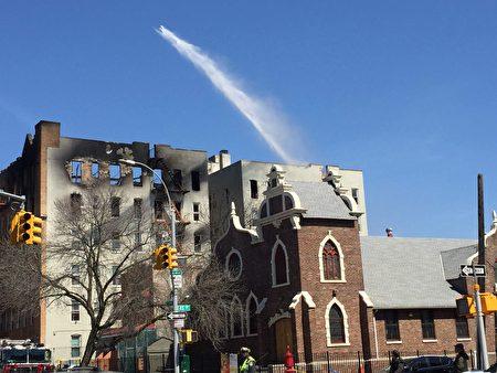 今年4月3日布碌崙44街702号发声6级大火,其中一半住户是华人。