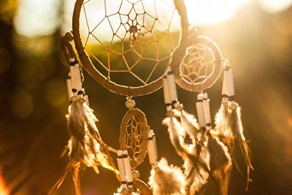 印第安人的捕梦网。(公有领域)