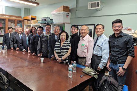 台湾民进党主席卓荣泰(右七)与立法委员李俊俋(左六)、林静仪(左五)、党副秘书长郭昆文(右四)等,在台湾会馆召开《捍卫台湾民主自由》记者会。右五为台湾会馆理事长方秀蓉。