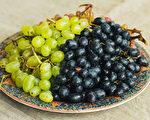 夏天当季食材葡萄、芒果、茭白笋、虾,你吃对了吗?(Shutterstock)