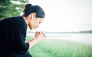 研究發現,真心的感恩為大腦和情緒帶來的改變,可能超出你的想像。(Shutterstock)