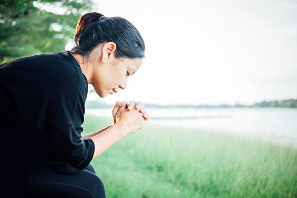 研究发现,真心的感恩为大脑和情绪带来的改变,可能超出你的想像。(Shutterstock)