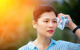 三伏天可用三伏贴冬病夏治,饮茶消暑热。(Shutterstock)
