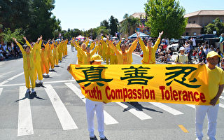 硅谷红木城游行 法轮功学员分享中华文化