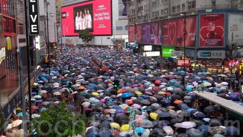 【8.18反送中組圖】170萬傘陣 港人雨中堅定抗暴