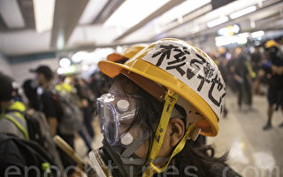 """组图:元朗警民对峙 示威者""""核弹也不怕"""""""