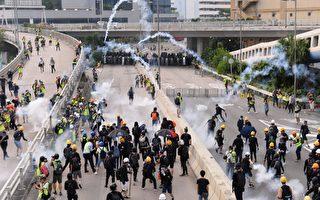 组图2:观塘爆冲突 警放催涙弹 多人被捕
