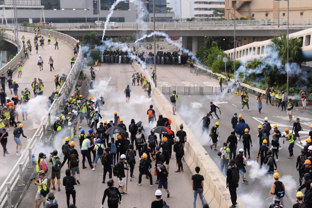 【8.24反送中組圖】觀塘爆衝突 警放催涙彈 多人被捕