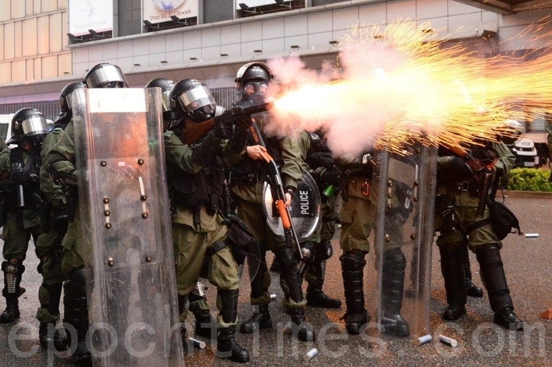【8.25反送中組圖】港警再放催淚彈 荃葵青遊行變調