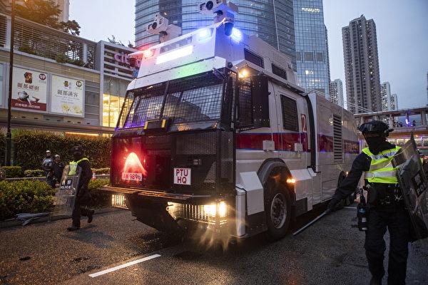 香港民主派批警出動水炮車升級武力