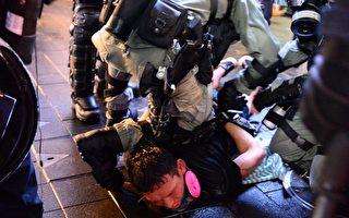 【更新】深夜港警暴力升级 地铁站打人抓人