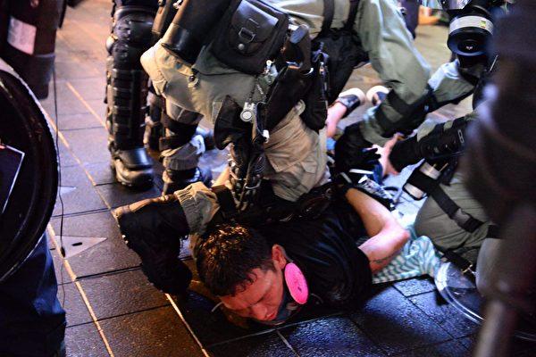 香港市民:共产党在香港做的事情颠倒黑白