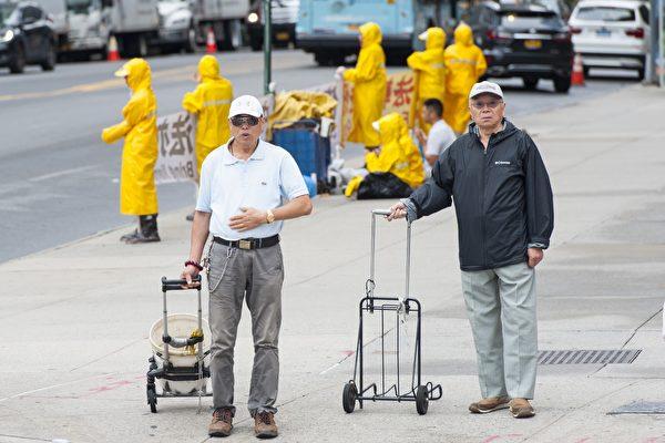 紐約中領館前的「被僱用者」