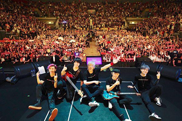 """台湾乐团八三夭""""一事无成的伟大""""世界巡回演唱会"""