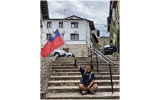 男大生背中華民國國旗 踏上聖雅各朝聖之路