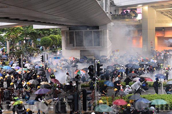 视频:香港勇武派归来 受到英雄式欢迎