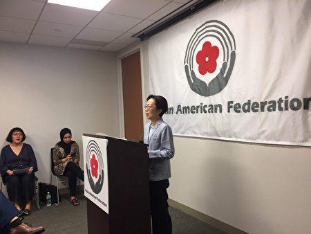 市議員陳倩雯到亞美聯邦會議現場支持移民。