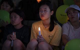 首尔举行点亮夏夜的烛光人权电影节活动