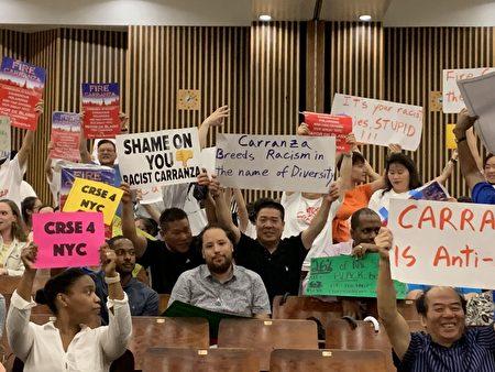 31日的教育会议在在华埠孙逸仙初中举行,却因没有中文翻译,推迟了两个小时开会。现场许多华裔家长抗议学监反亚裔。