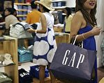 JAKARTA, INDONESIA - APRIL 20: An Indonesian shopper carrys a GAP shopping bag as GAP opens their first store in Indonesia at Senayan City shopping mall, on April 20, 2007 in Jakarta, Indonesia. Singapore's FJ Benjamin, a franchise partner of US specialty retailer Gap Inc, plans to open 15 Gap, BabyGap and GapKids stores and five Banana Republic stores in Indonesia by 2011. (Photo by Dimas Ardian / Getty Images)