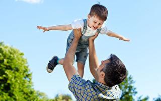 包尿布第一名的超级奶爸 只盼寄养童快乐成长