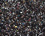 """8月3日,港人举行""""旺角再游行""""反对《逃犯条例》修订。图为游行人士。(PHILIP FONG/AFP/Getty Images)"""