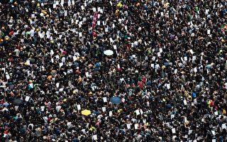 """8月3日,港人舉行""""旺角再游行""""反對《逃犯條例》修訂。圖為游行人士。(PHILIP FONG/AFP/Getty Images)"""