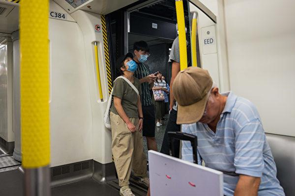 香港市民在港铁站发起不合作运动。(Billy H.C. Kwok/Getty Images)