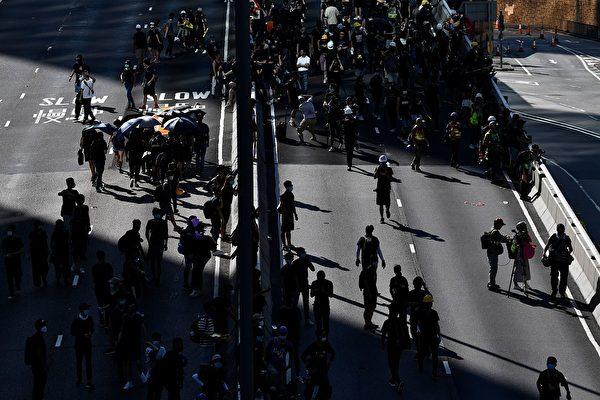 金钟夏悫道示威者。( ANTHONY WALLACE/AFP/Getty Images)