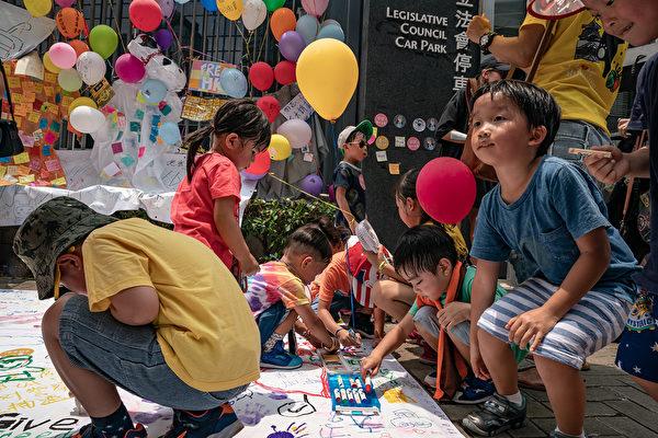 """守护孩子未来""游行抵达终点。(Anthony Kwan/Getty Images)"