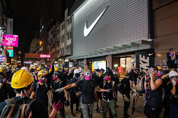 2019年8月10日晚,示威者聚集尖沙咀。