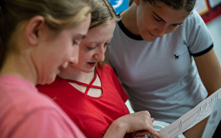 为何英国GCSE变难了 成绩却提高了?