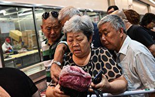 上海市民疯抢美资超市 学者:中国人从不反美