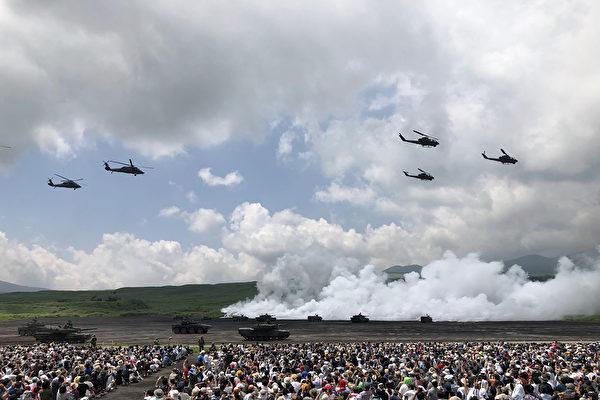 日本陆上自卫队举行最大规模实弹演习