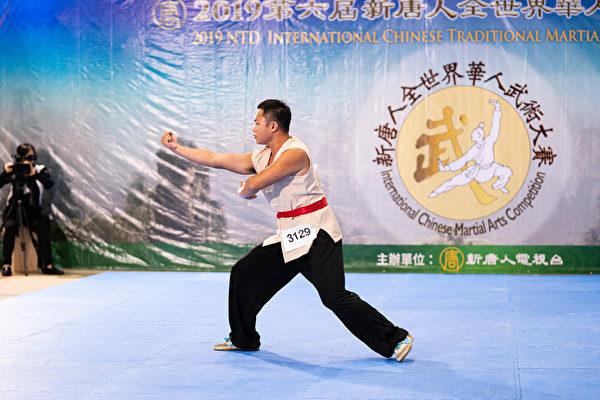 台灣選手陳修賢8月25日以一套同義堂的「小四門」,在新唐人舉辦的第六屆全世界華人武術大賽決賽上獲得銅獎。(戴兵/大紀元)